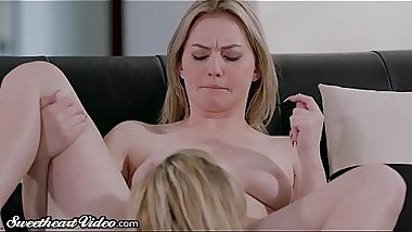 Sweetheart MILF Julia Ann Eats Out Young Lesbian &amp_ Facesits