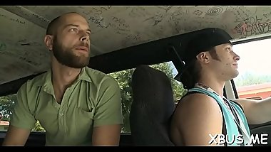 Amateur babe gets scored and fucked by a bad chap in a car