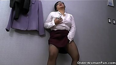 Latina milf Karina craves sexual relief