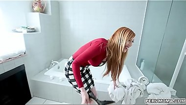 Bathroom break with MILF Lauren Phillips
