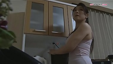 my mother can'_t stop looking my cock