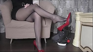 Black pantyhose shoeplay and footplay in sexy heels