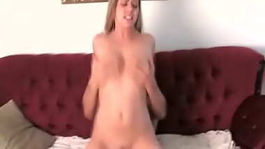 Gorgeous bimbo adores oral games