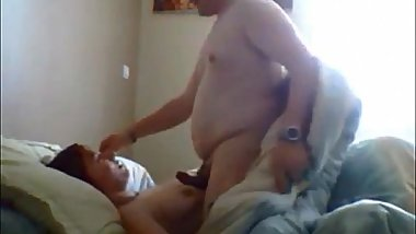 Curvy wife gets fucked on real homemade