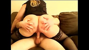 Big ass milf encourages young guy to fuck her - TheCamBoss.net