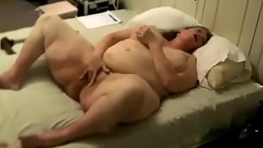 White older bbw materbates while moaning and cursing